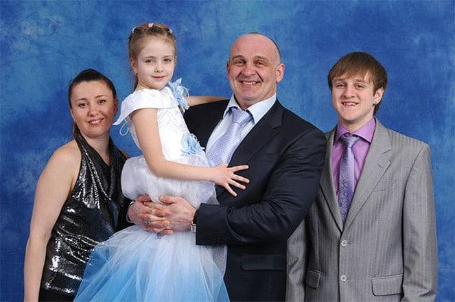 Алексей Огурцов с семьей