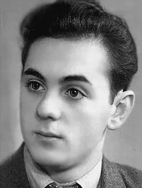 Анатолий Равикович в юности