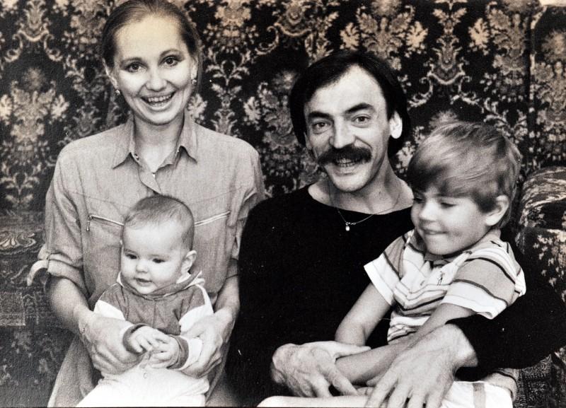 Лариса Луппиан с Михаилом Боярским и детьми в молодости