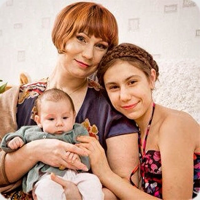 Ольга Тумайкина со старшей и младшей дочерью