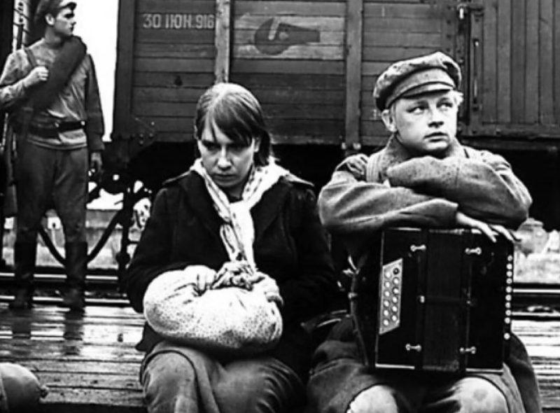 Кадр из фильма Глеба Панфилова «В огне брода нет»