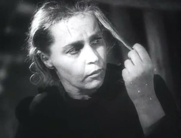 Вера Марецкая в фильме «Она защищает Родину»