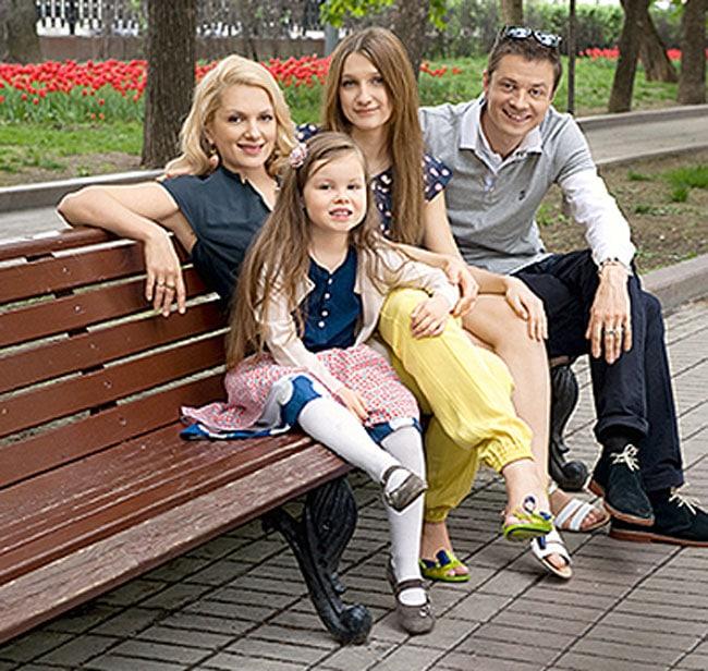 Илья Древнов с семьей