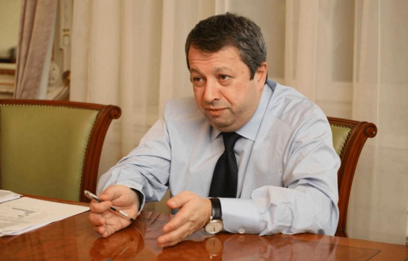 Захар Смушкин во время интервью