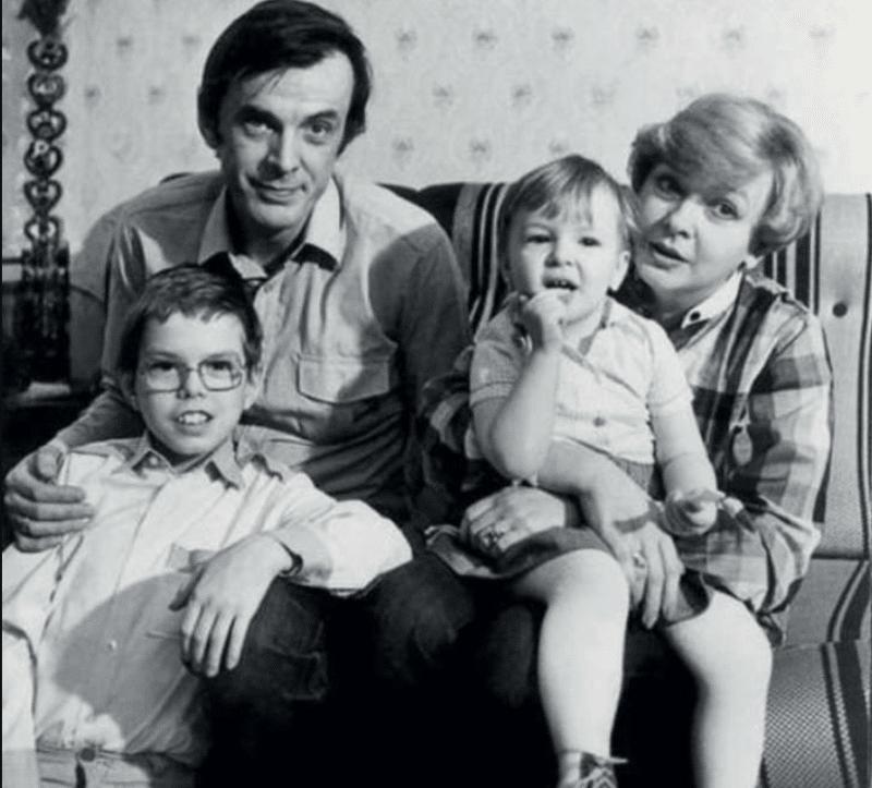 Екатерина Маркова с мужем и детьми