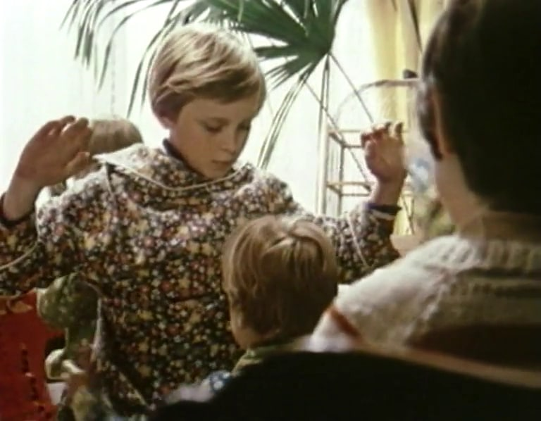 Кадр из фильма Аллы Суриковой «Предположим, ты капитан»