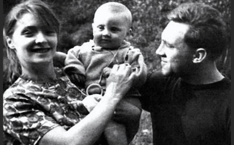 Людмила Абрамова с сыном и Высоцким