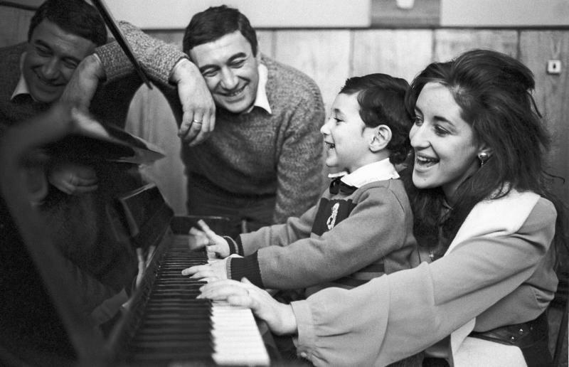 Тамара Гвердцители с Георгие Кахабришвили и сыном