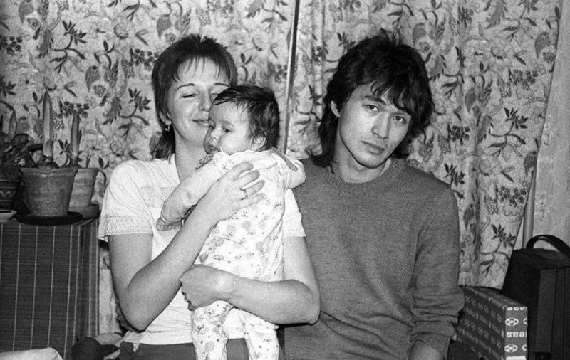 Виктор Цой с женой Марианной и сыном