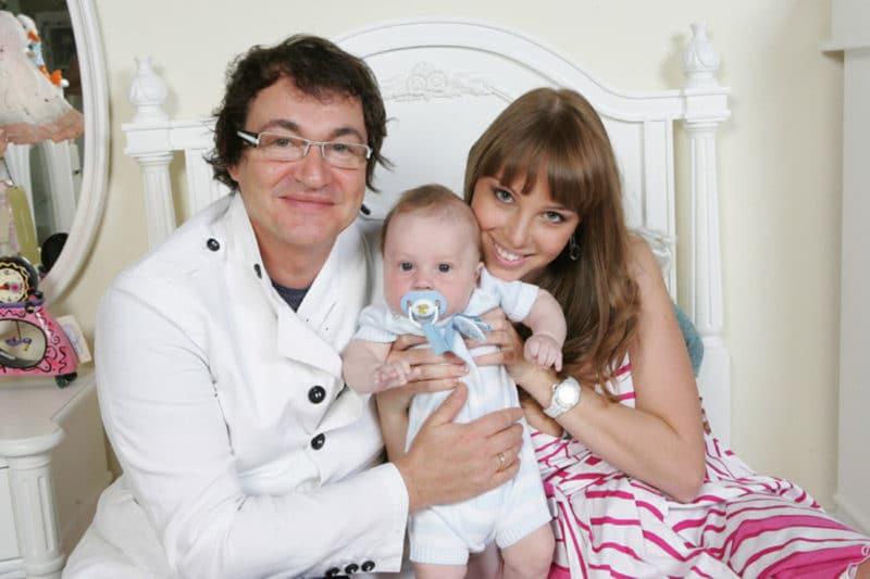 Дмитрий Дибров с Полиной Наградовой и сыном