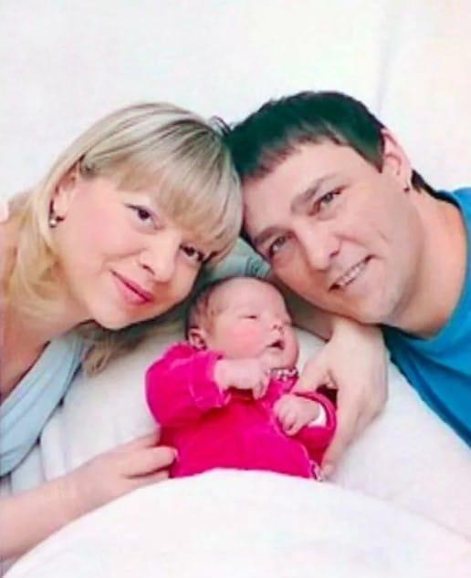 Юрий Шатунов с женой и ребенком