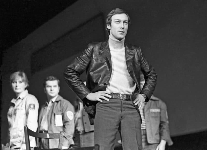 Олег Янковский играет в театре