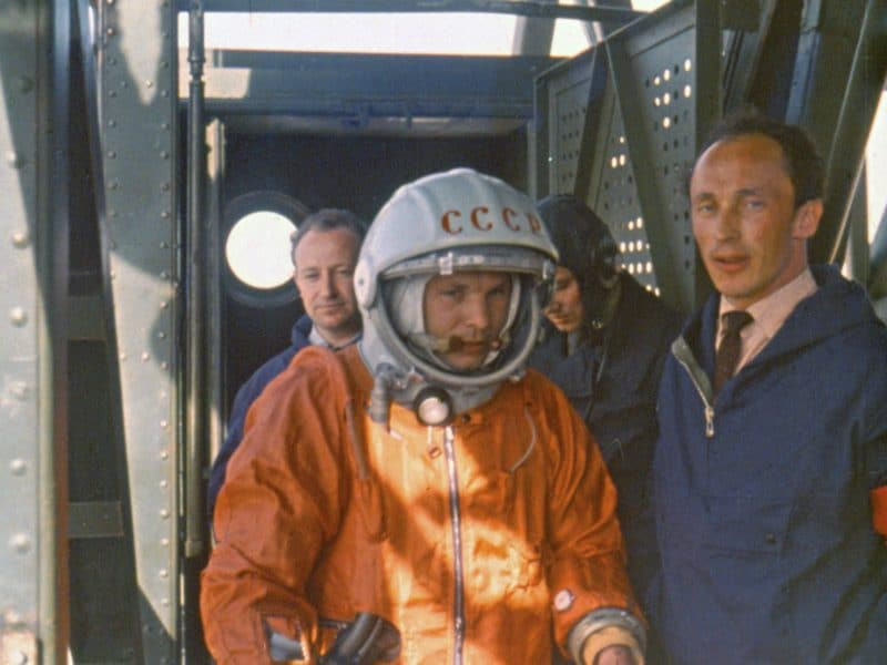 Юрий Гагарин перед стартом полета