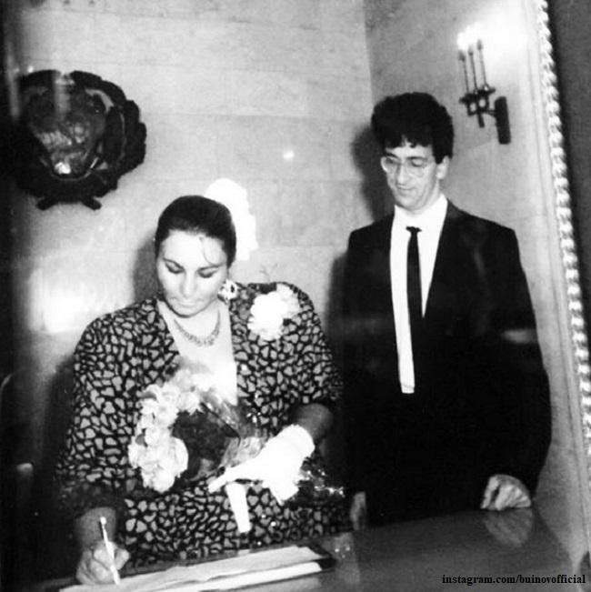 фАлександр Буйнов в ЗАГСе с женой Любовью ВдовинойфАлександр Буйнов в ЗАГСе с женой Любовью Вдовиной