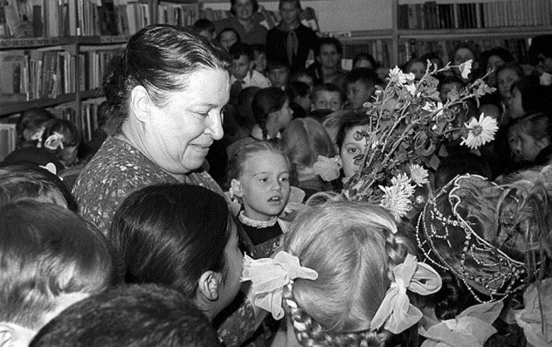 Агния Барто с детьми