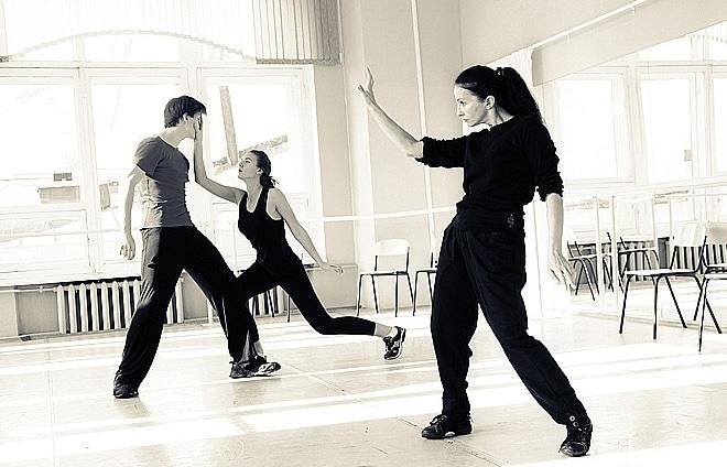 Алла Сигалова обучает хореографии