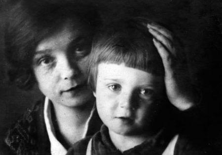 Надежда Вольпина с сыном Сергея Есенина