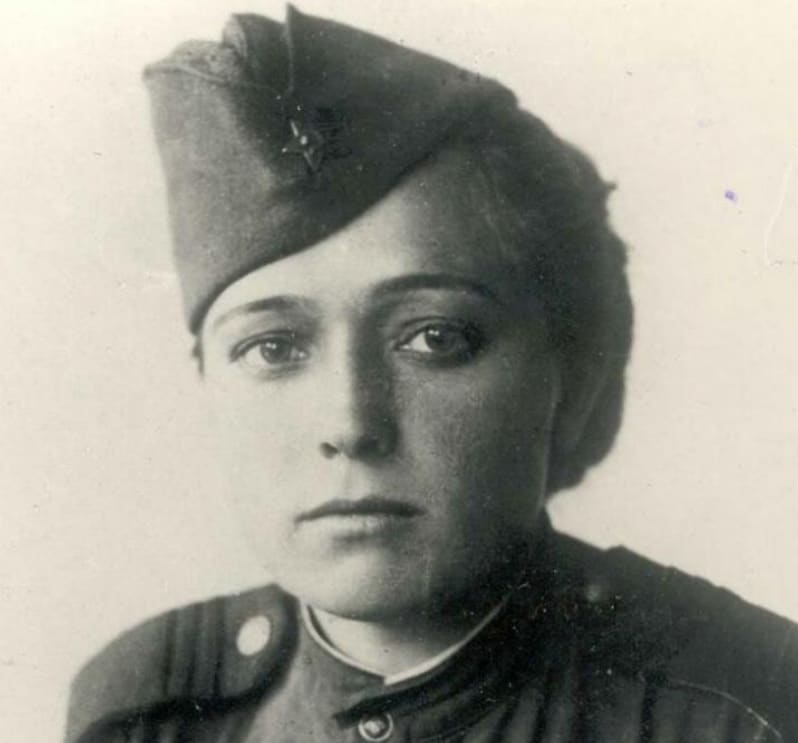 Юлия Друнина в молодости