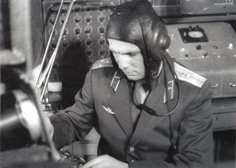 Юрий Гагарин во время тренировки
