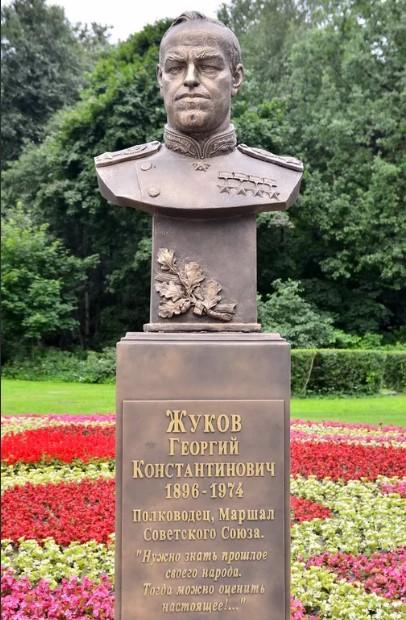 Могила Георгия Жукова