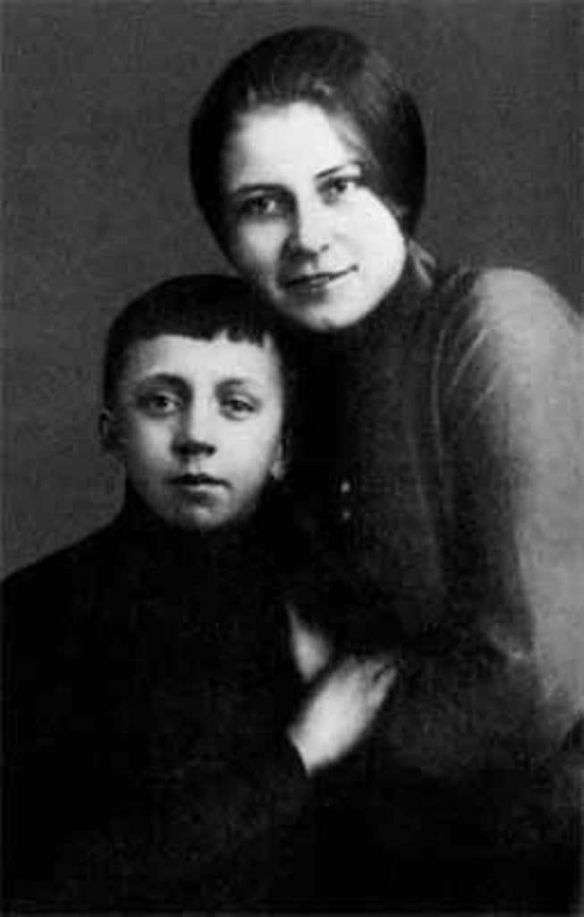 Сергей Есенин с первой женой Анной Изрядновой