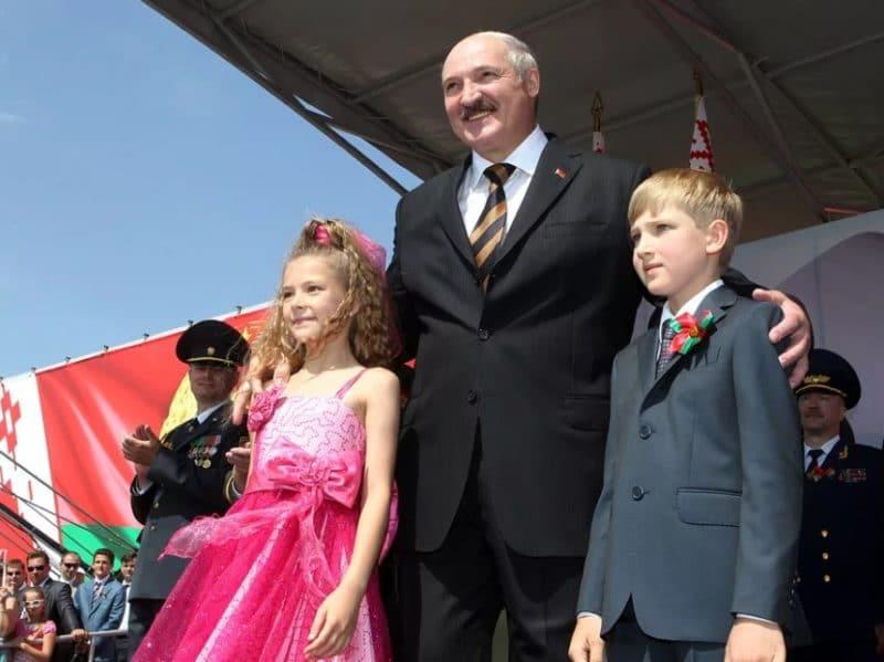 Александр Лукашенко с детьми
