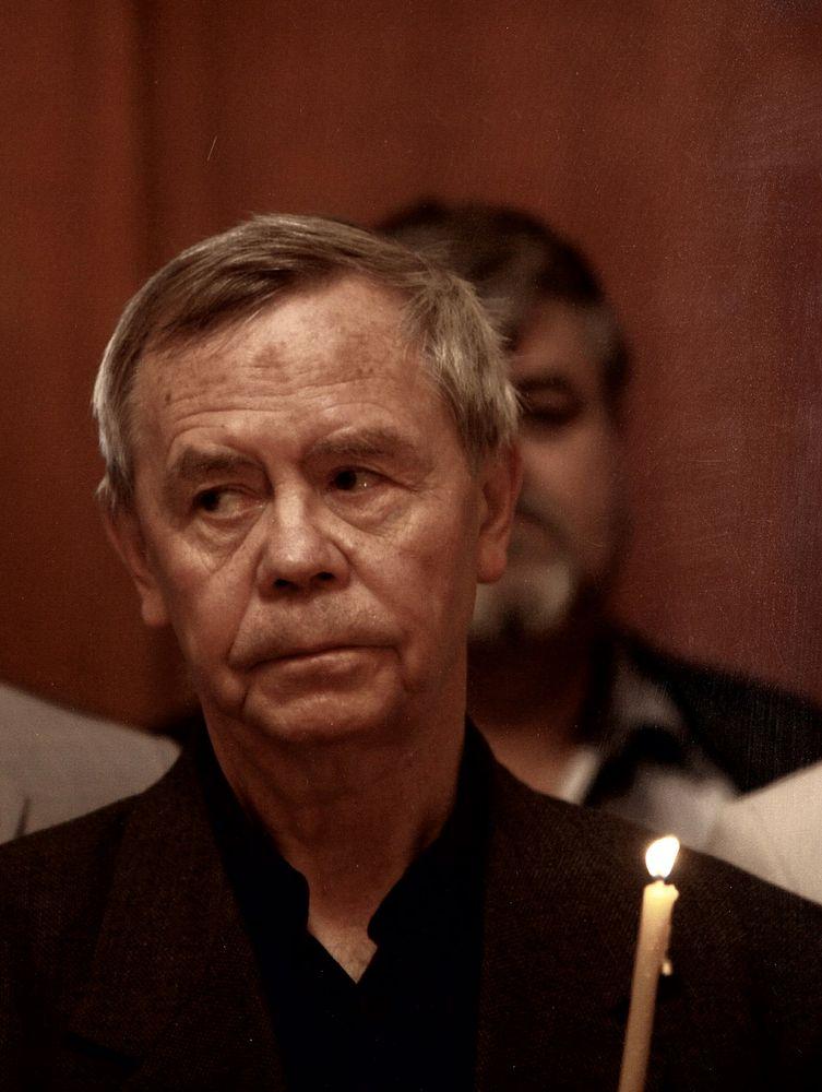 Валентин Распутин в церкви