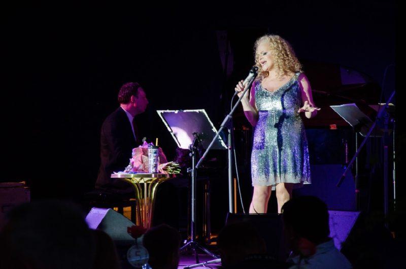 Лариса Долина на концерте