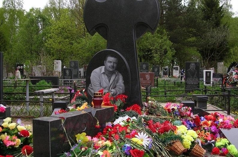 Могила и памятник Михаилу Кругу