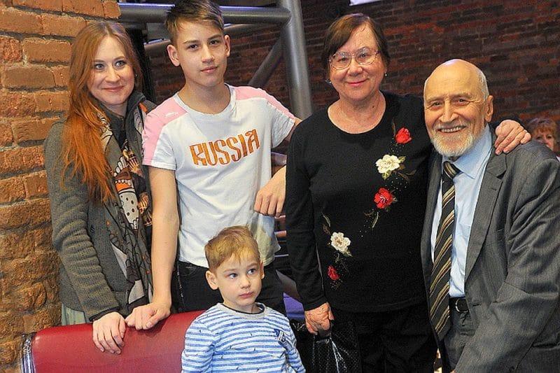 Николай Дроздов с семьей