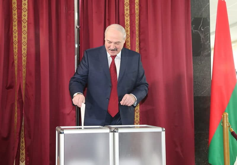 Александр Лукашенко на выборах