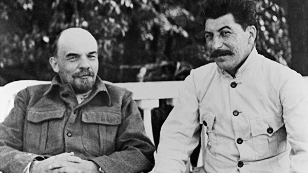 Иосиф Сталин с Лениным