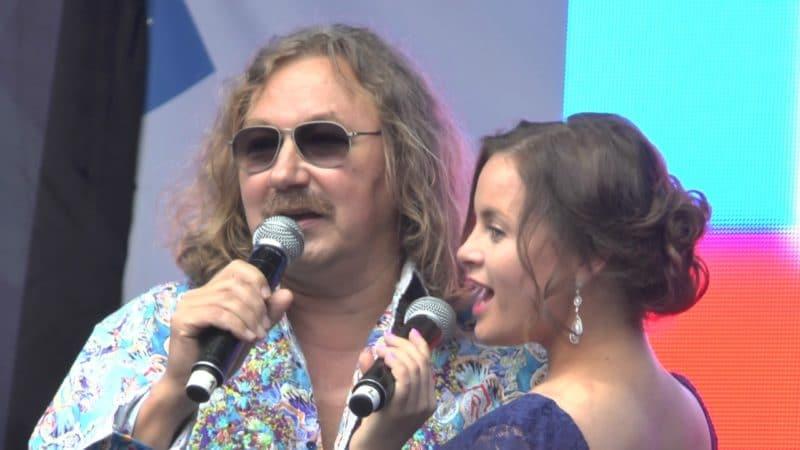 Юлия Проскурякова выступает с Игорем Николаевым