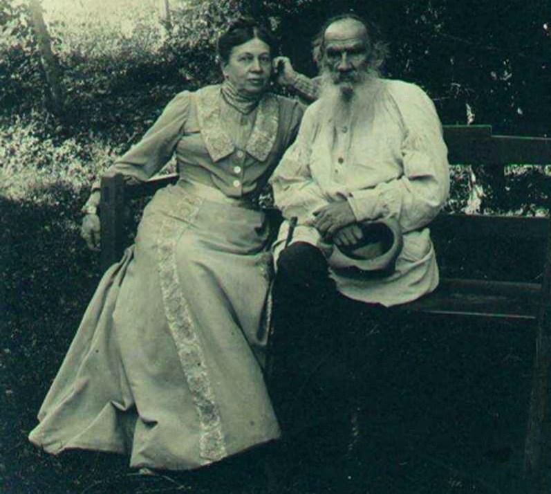 Лев Толстой с женой Софьей Берс