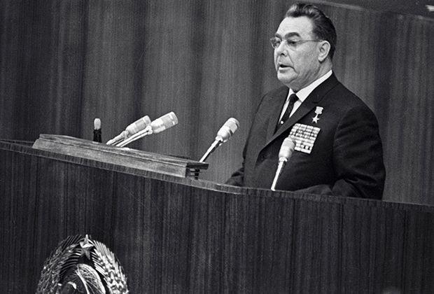 Леонид Брежнев в КПСС