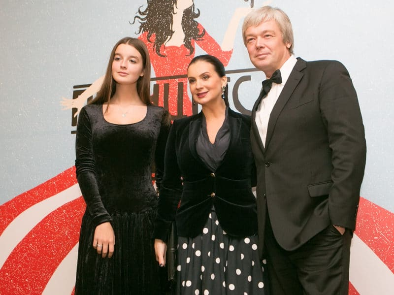 Александр Стриженов с женой и дочкой