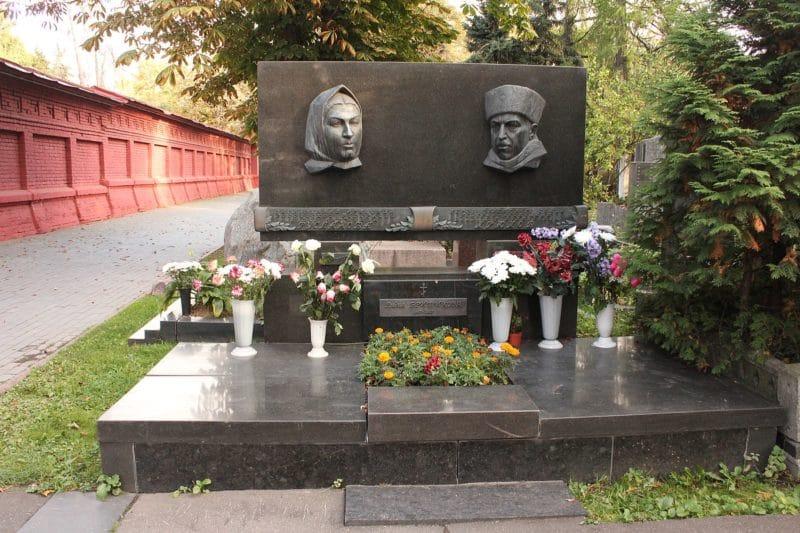 Могила и памятник Лидии Руслановой