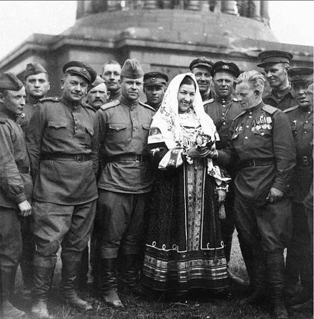 Лидия Русланова с Жуковым