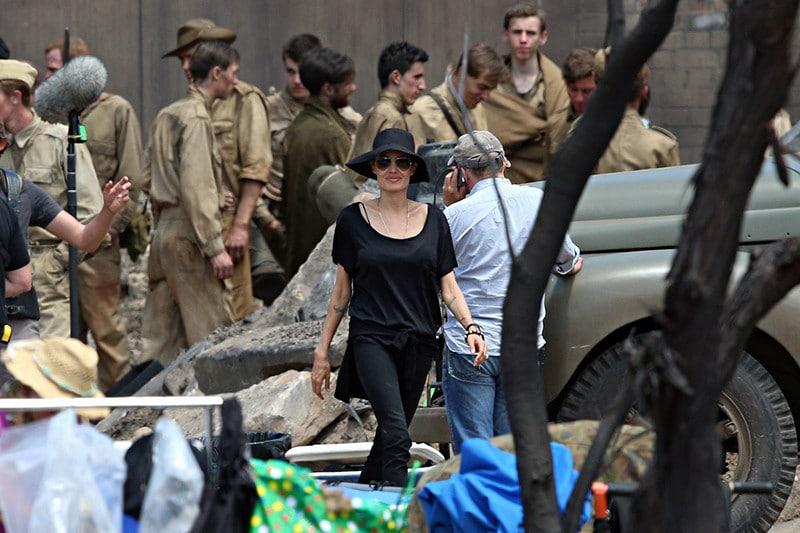 Анджелина Джоли на съемках фильма «Несломленный»