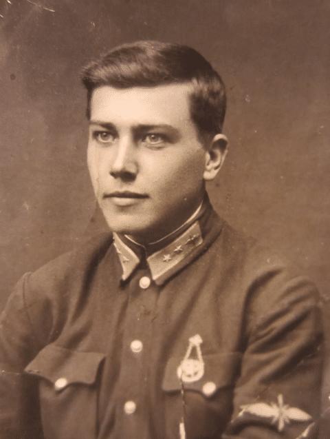 Алексей Маресьев в молодости