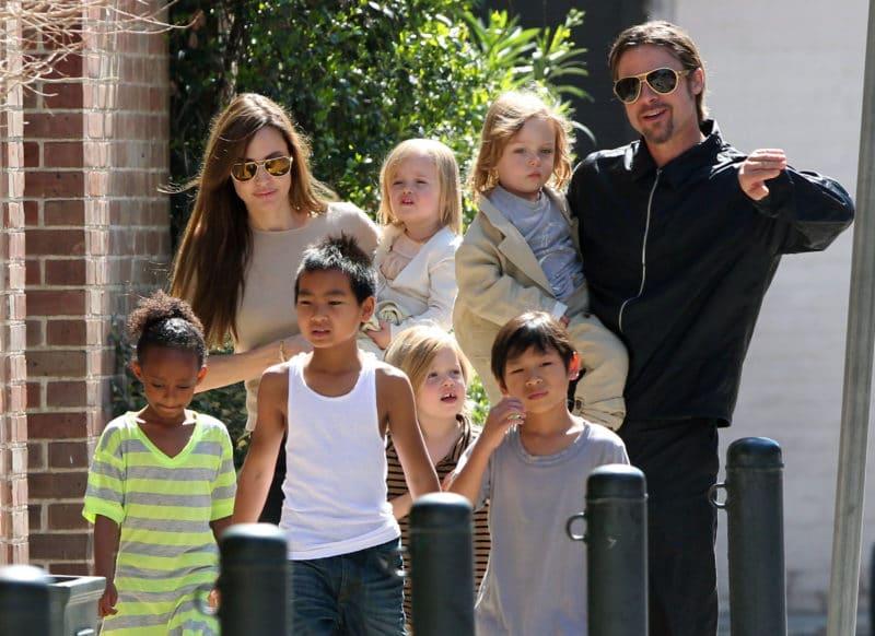 Анджелина Джоли с Брэдом Питтом и детьми