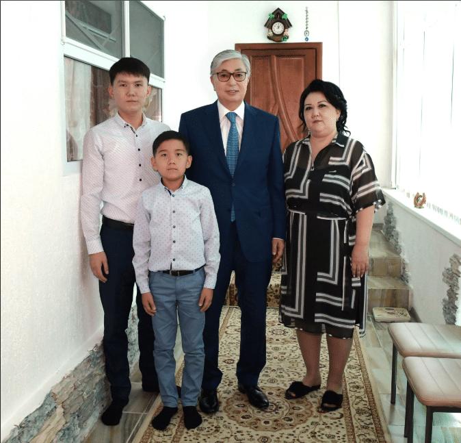 Токаев Касымжомарт с женой и детьми