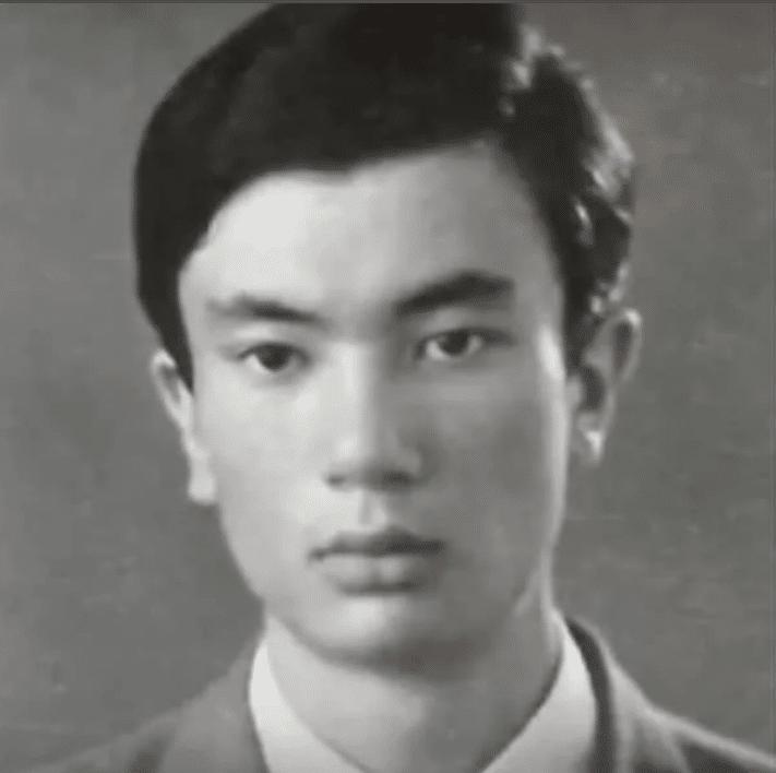 Токаев Касымжомарт в юности