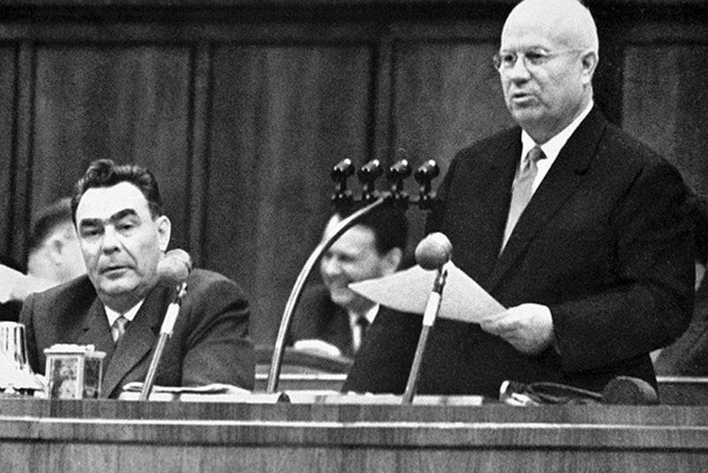 Леонид Брежнев и Хрущев