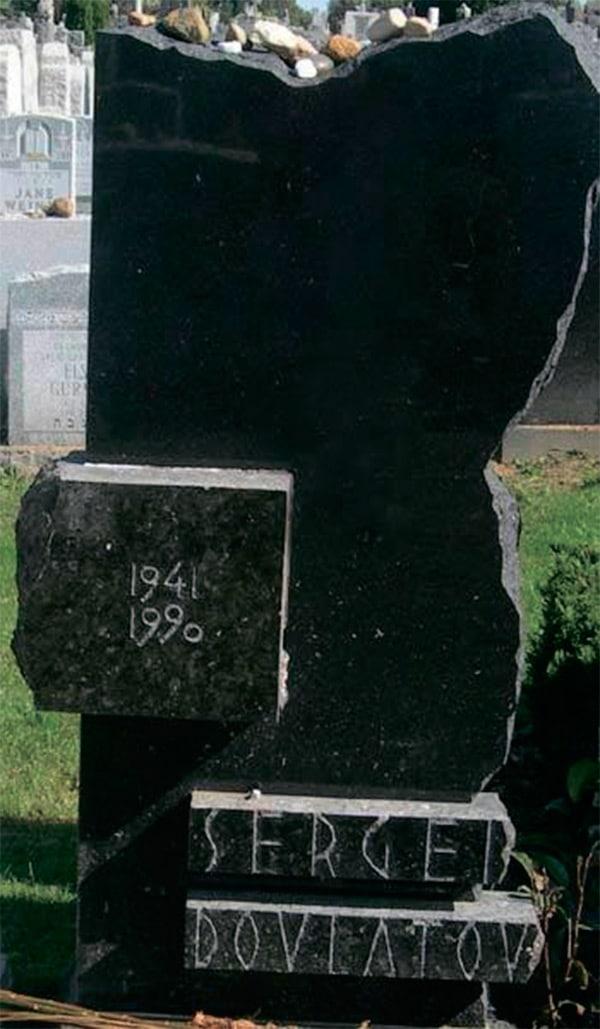 Могила Сергея Довлатова в Нью-Йорке