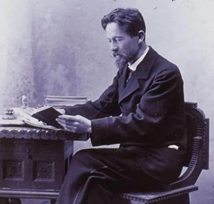 Антон Павлович Чехов в процессе творчества