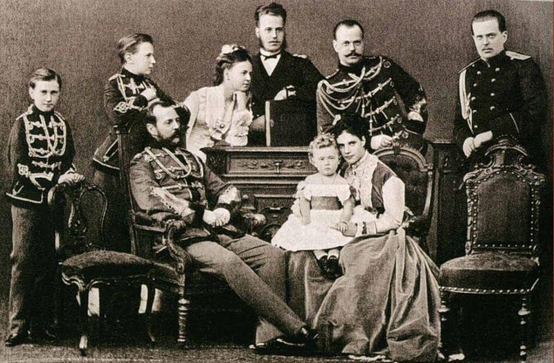 Александр 2 с семьей