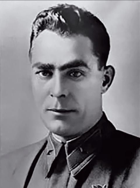 Леонид Брежнев в молодости