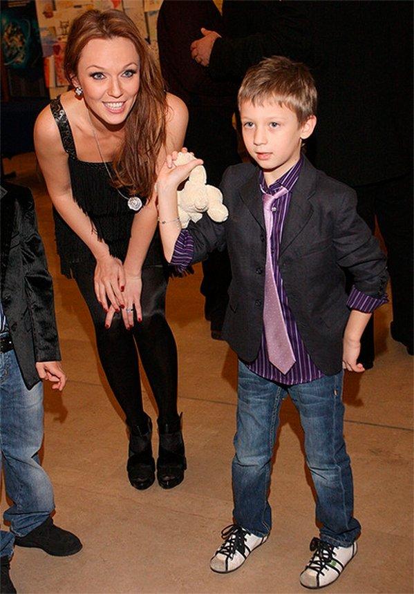 Альбина Джанабаева с сыном