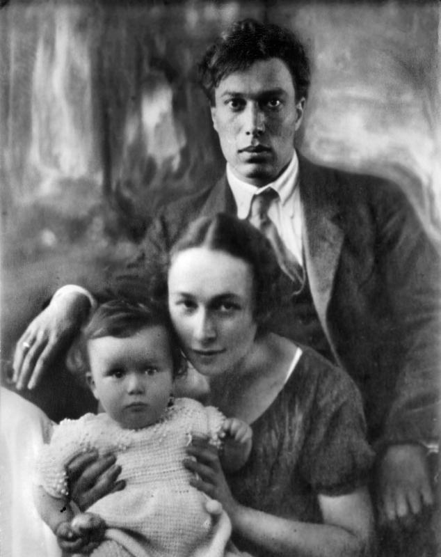 Борис Пастернак с женой Евгенией Лурье и сыном